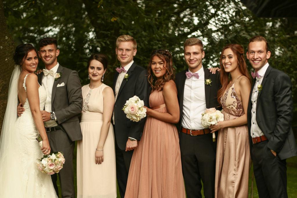 Gruppenfoto nach der Hochzeit.